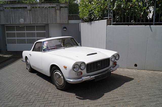 bílá Lancia