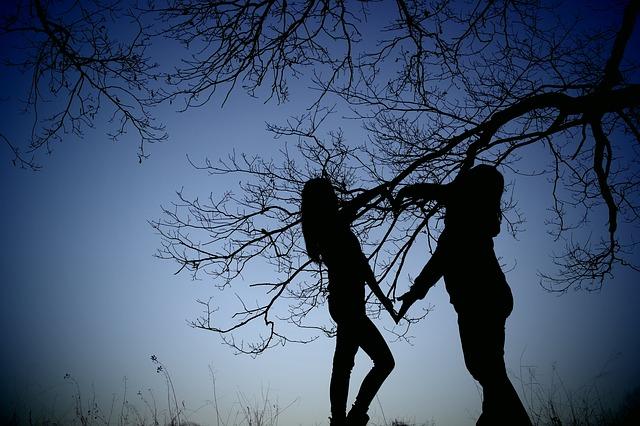 ženy u stromu