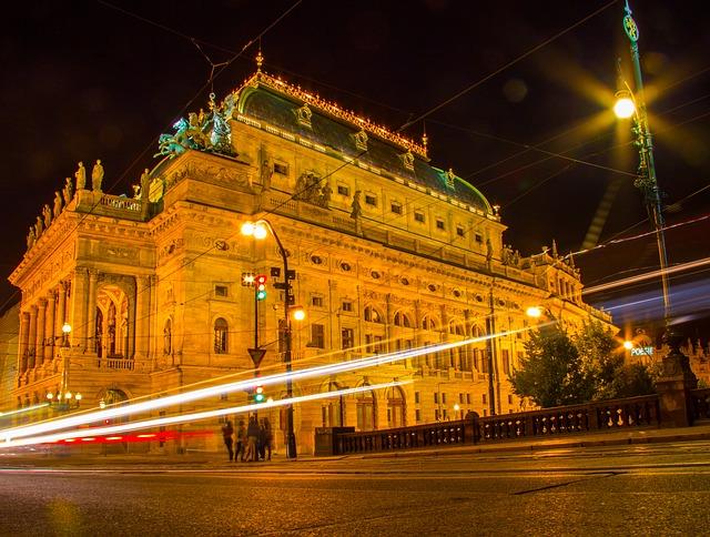 noční provoz u Národního divadla v Praze