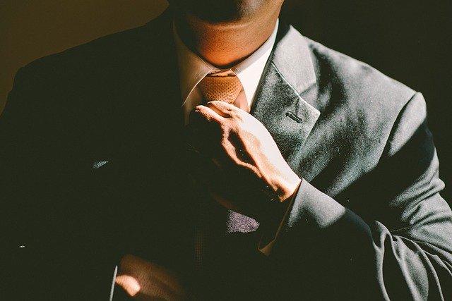 kravata a oblek