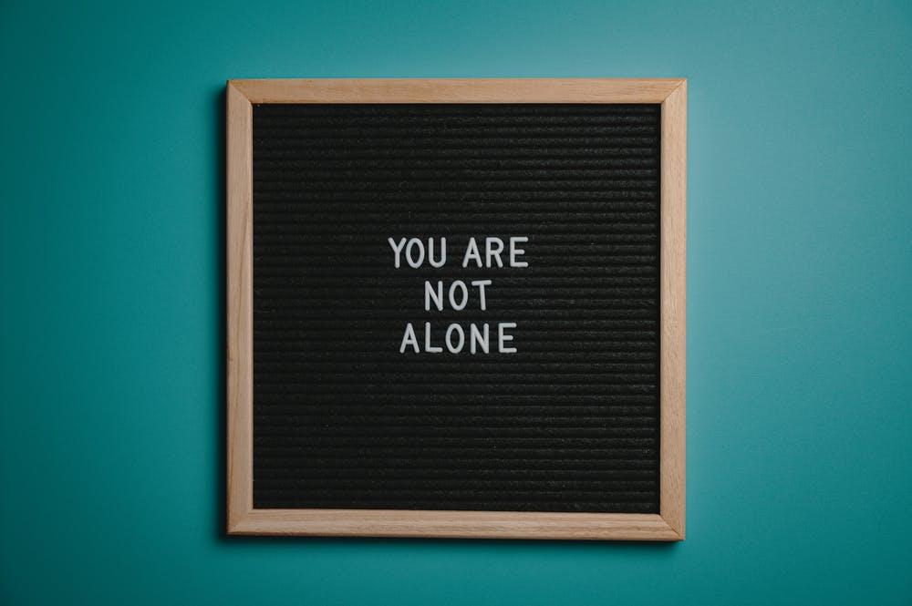 nejste na to sami